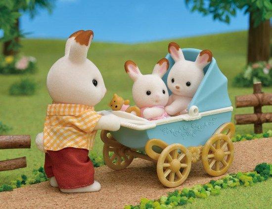 Sylvanian Families 5018 Set Tweeling Chocoladekonijn Kinderwagen  - Speelfigurenset