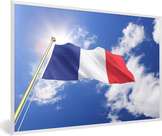 Foto in lijst - De vlag van Frankrijk op een zonnige dag fotolijst wit 60x40 cm - Poster in lijst (Wanddecoratie woonkamer / slaapkamer)