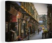 Winkelstraatje in het Aziatische Hanoi Canvas 180x120 cm - Foto print op Canvas schilderij (Wanddecoratie woonkamer / slaapkamer) XXL / Groot formaat!