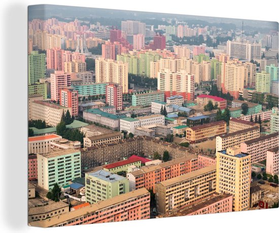 Gebouwen van Pyongyang in het Aziatische Noord-Korea Canvas 180x120 cm - Foto print op Canvas schilderij (Wanddecoratie woonkamer / slaapkamer) XXL / Groot formaat!