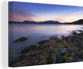 Fantastische zonsondergang bij het water van Nationaal park Tierra del Fuego Canvas 30x20 cm - klein - Foto print op Canvas schilderij (Wanddecoratie woonkamer / slaapkamer)