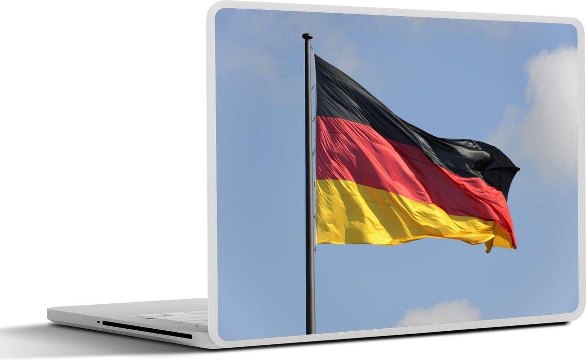 Laptop sticker - 17.3 inch - De vlag van Duitsland wappert in de lucht