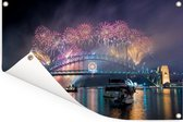 Vuurwerk boven de Australische stad Sydney Tuinposter 180x120 cm - Tuindoek / Buitencanvas / Schilderijen voor buiten (tuin decoratie) XXL / Groot formaat!