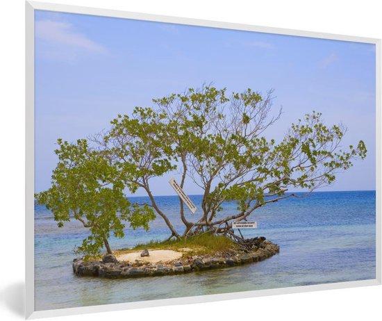 Foto in lijst - Bomen omgeven door water Baai-eilanden fotolijst wit 60x40 cm - Poster in lijst (Wanddecoratie woonkamer / slaapkamer)