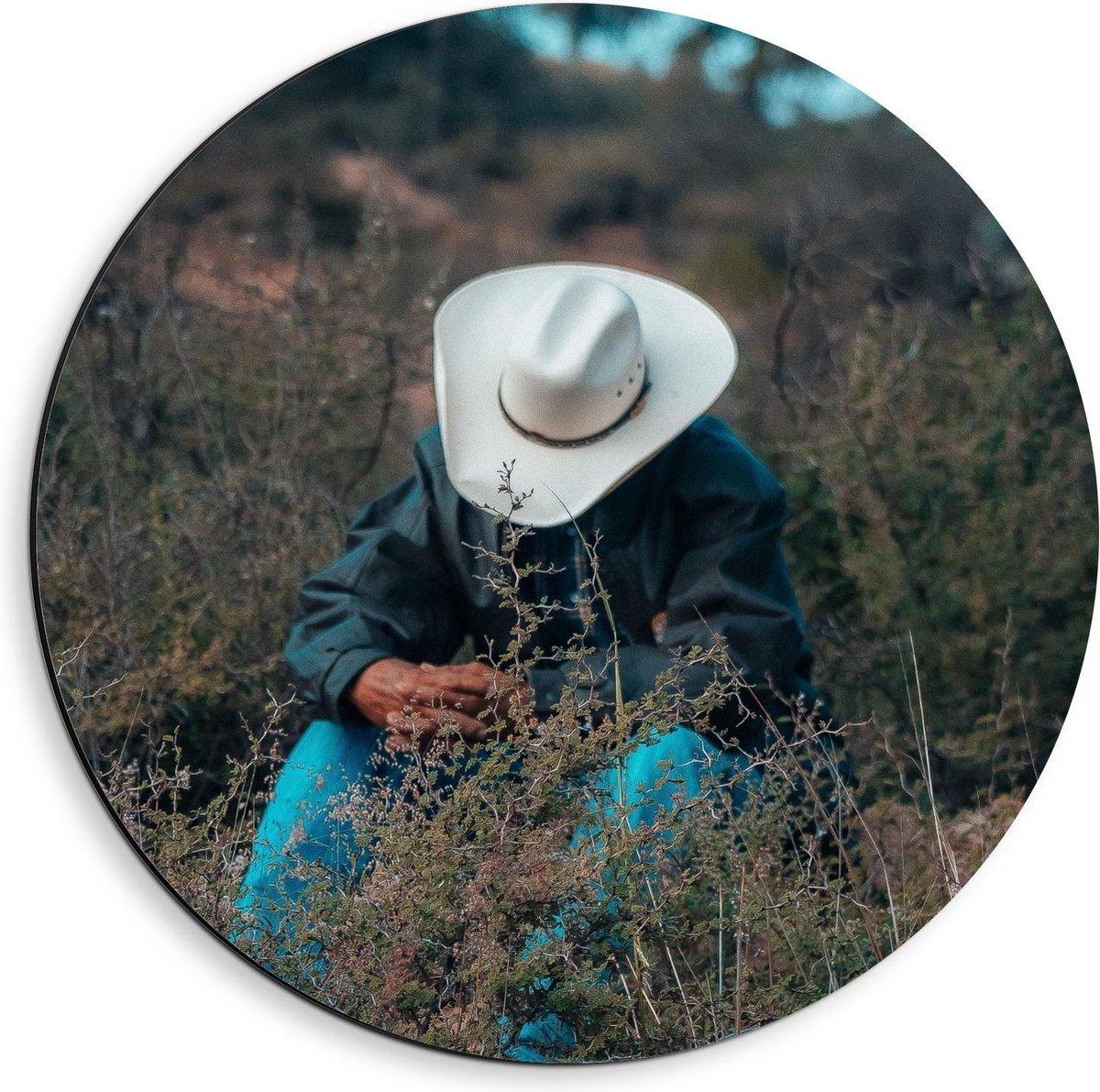 Dibond Wandcirkel - Cowboy in het Veld - 40x40cm Foto op Aluminium Wandcirkel (met ophangsysteem)