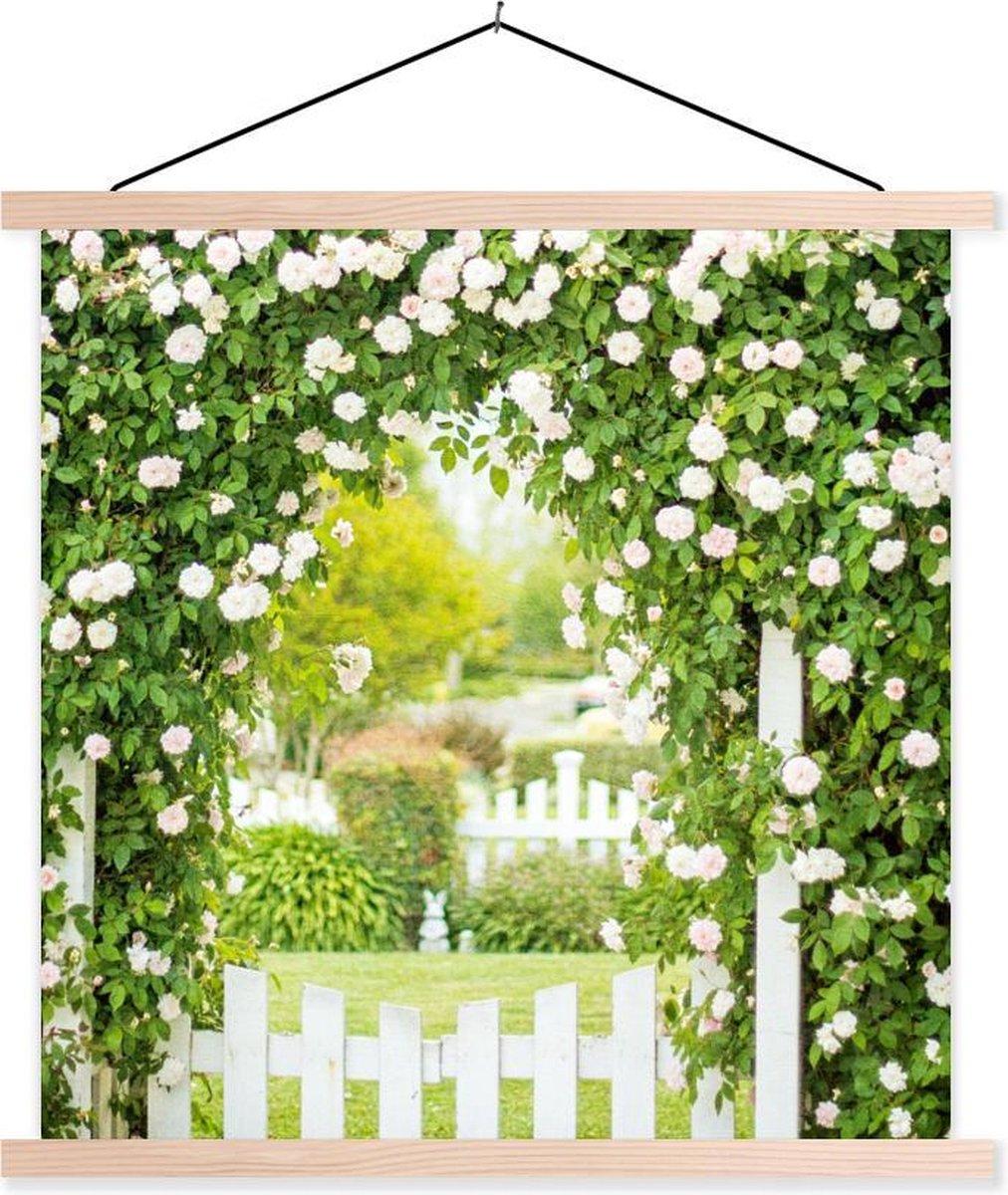 Boog met groene bladeren en witte rozen in het Amerikaanse Californi  schoolplaat platte latten blank 120x120 cm - Foto print op textielposter (wanddecoratie woonkamer/slaapkamer) - Foto print op schoolplaat (wanddecoratie woonkamer/slaapkamer)