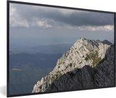 Foto in lijst - Massieve bergtoppen in het Nationaal park Piatra Craiului in Roemenië fotolijst zwart 60x40 cm - Poster in lijst (Wanddecoratie woonkamer / slaapkamer)