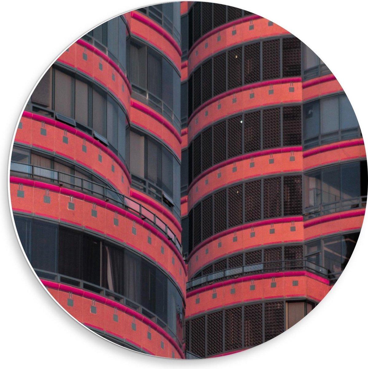 Forex Wandcirkel - Zwart/Rood Gebouw - 50x50cm Foto op Wandcirkel (met ophangsysteem)