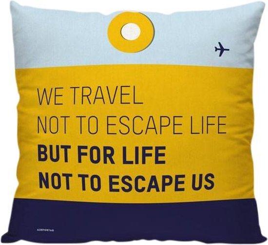 'We Travel Not To Escape Life' - Sierkussen - 40 x 40 cm - Reis Quote - Reizen / Vakantie - Reisliefhebbers - Voor op de bank/bed