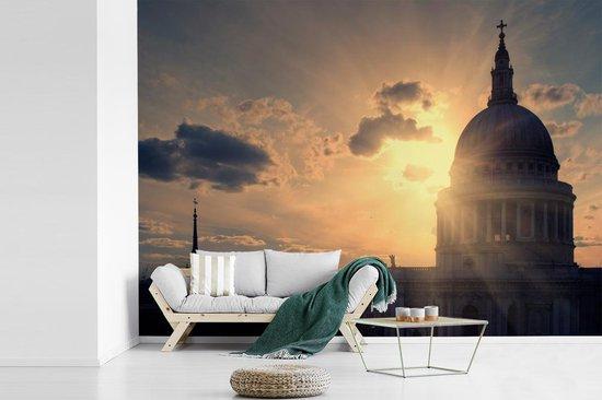 Fotobehang vinyl - Uitzicht op de St Paul's Cathedral tijdens de schemering breedte 440 cm x hoogte 320 cm - Foto print op behang (in 7 formaten beschikbaar)