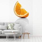 Fotobehang vinyl - Sinaasappel partje met de oranje kleuren breedte 335 cm x hoogte 500 cm - Foto print op behang (in 7 formaten beschikbaar)