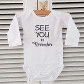 Baby Rompertje aankondiging zwangerschap Zwangerschapsaankondiging maand See you in November | Lange mouw | wit | maat 50/56 | Cadeau voor de liefste aanstaande oma en opa mama papa oom tante | Bekendmaking zwangerschap