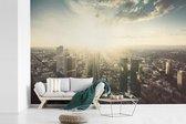 Fotobehang vinyl - De zon schijnt op de stad Frankfurt am Main in Duitsland breedte 420 cm x hoogte 280 cm - Foto print op behang (in 7 formaten beschikbaar)