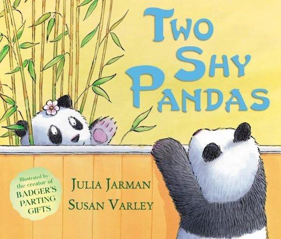Boek cover Two Shy Pandas van Julia Jarman (Paperback)