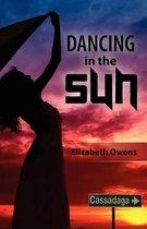 Boek cover Dancing in the Sun van Elizabeth Owens