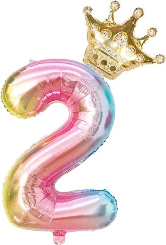 Folieballon 2 jaar MEGA cijfer 2 regenboog met gouden kroon. 81 CM voor lucht of helium gas