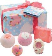 Bomb Cosmetics Love Cloud Gift Pack kado doos met bad, zeep en verzorgingsproducten