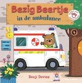 Bezig Beertje  -   Bezig Beertje in de ambulance