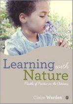 Boek cover Learning with Nature van Claire Helen Warden