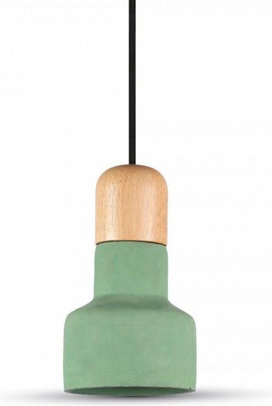Beton met houten hanglamp