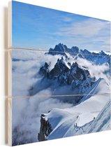 De prachtige berg de Mont Blanc tussen de wolken Vurenhout met planken 80x80 cm - Foto print op Hout (Wanddecoratie)