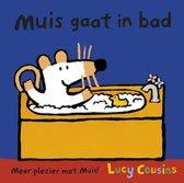 Muis gaat in bad
