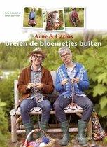 Arne en Carlos breien de bloemetjes buiten