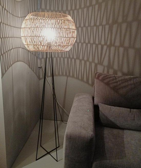 Bol Com Vloerlamp Design Staande Lamp Woonkamer Rattan Madura Met Rotan Kap En Metalen Voet