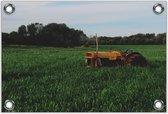 Tuinposter –Tractor in Grasveld– 60x40 Foto op Tuinposter (wanddecoratie voor buiten en binnen)