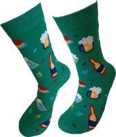 Verjaardag cadeautje voor hem en haar - bier en wijn Sokken - Feest Sokken - Leuke sokken - Vrolijke sokken - Luckyday Socks - Sokken met tekst - Aparte Sokken - Socks waar je Happy van wordt - Maat 37-44
