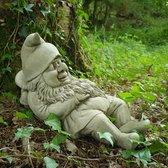 Betonnen tuinbeeld - slapende kabouter op paddestoel