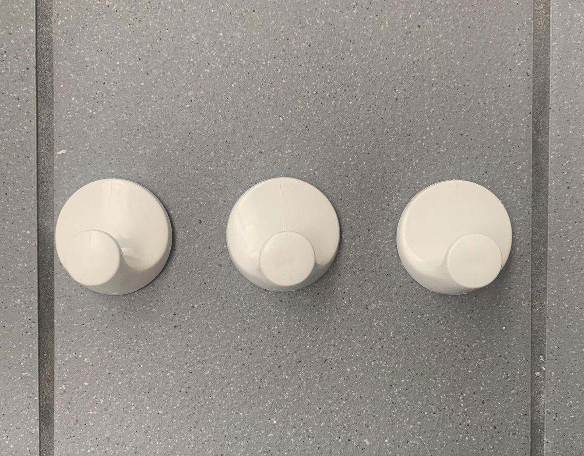 Handdoekhaakjes - zelfklevend - wit - 3 stuks - rond - kunststof - haakjes - handdoek - theedoek - haak - plakstrip