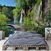 Fotobehang Lake And Waterfall Walkway | VEXXXL - 416cm x 254cm | 130gr/m2 Vlies