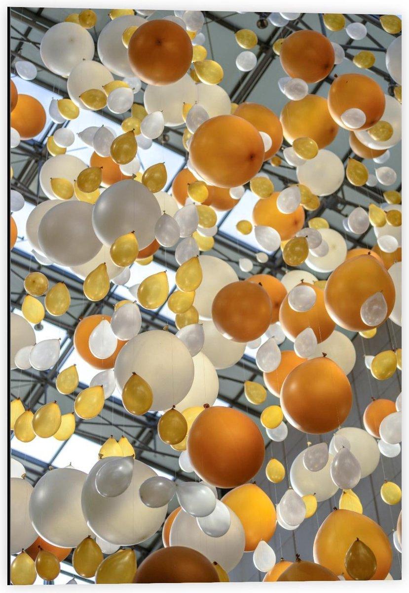 Dibond - Gouden met Witte Ballonnen  - 40x60cm Foto op Aluminium (Wanddecoratie van metaal)