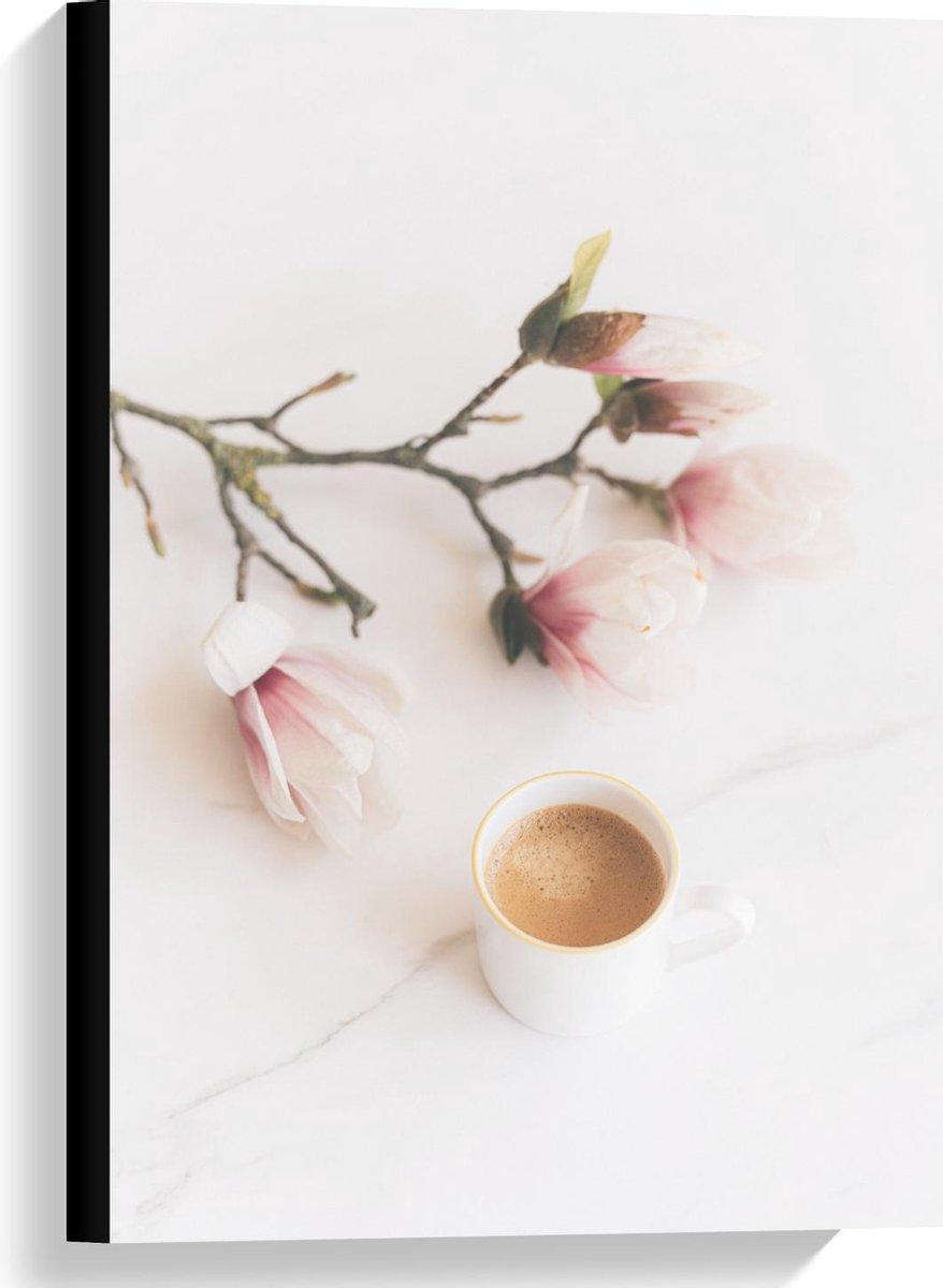 Canvas  - Bloemetje met Kopje Koffie - 40x60cm Foto op Canvas Schilderij (Wanddecoratie op Canvas)