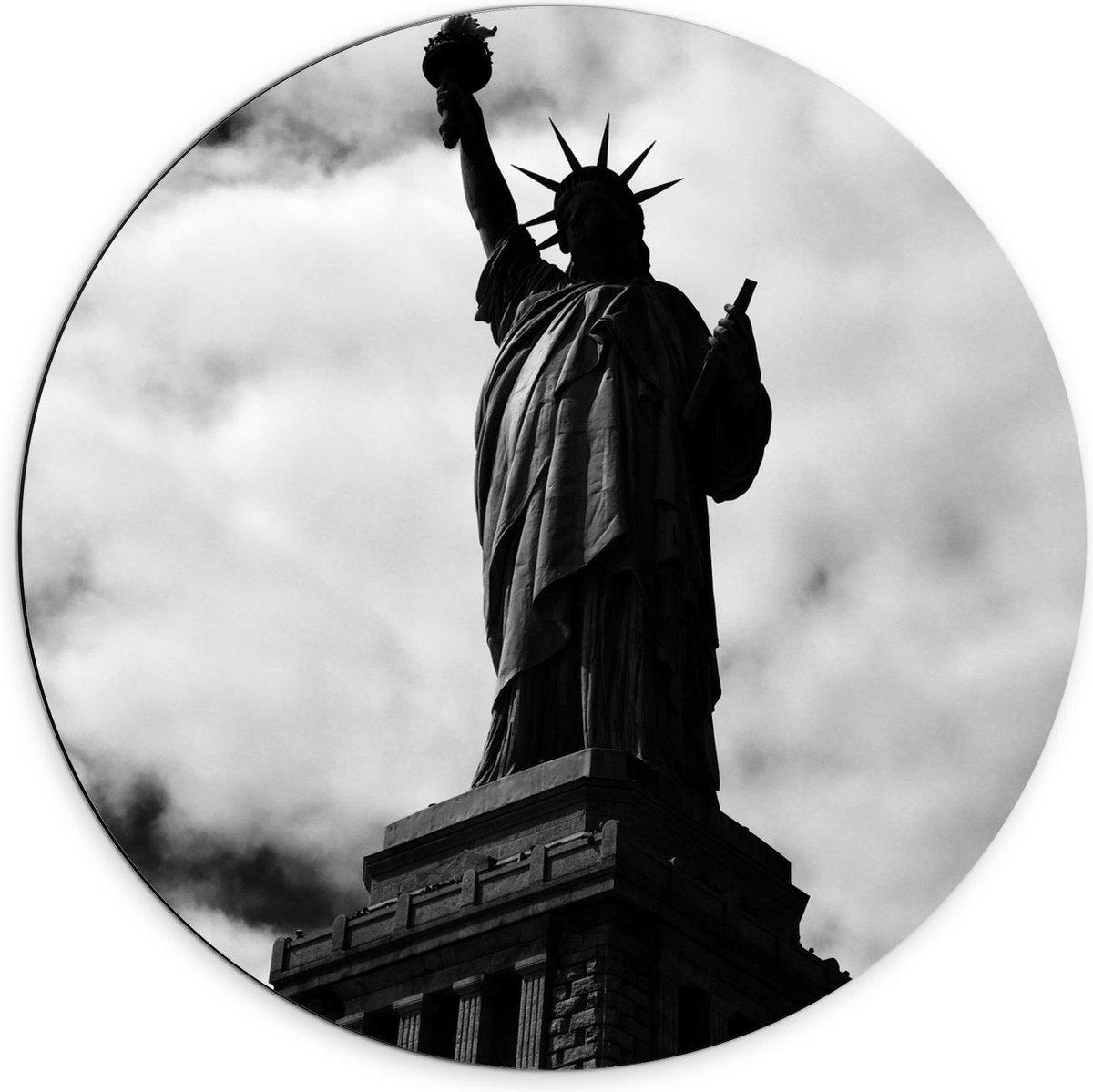 Dibond Wandcirkel - Vrijheidsbeeld in Zwart Wit  - 70x70cm Foto op Aluminium Wandcirkel (met ophangsysteem)