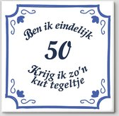 Tegeltje spreuk 50 jaar   Ben ik eindelijk 50 krijg ik zo'n kut tegeltje  Spreuktegels   Cadeau  50 jaar   Sarah / Abraham cadeau