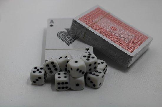 Thumbnail van een extra afbeelding van het spel 2 decks Speelkaarten inclusief 10 dobbelstenen-Kaartspel- Blackjack-Poker-Pesten-Hartenjagen-Liegen-spelletje-kinderspel-Dobbelsteen-Dobbelsteen set- Dobbelen