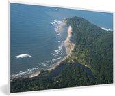 Foto in lijst - Luchtfoto van de Baai-eilanden met groene bomen in Honduras fotolijst wit 60x40 cm - Poster in lijst (Wanddecoratie woonkamer / slaapkamer)