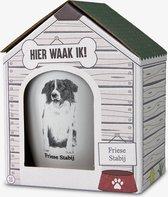 Mok - Hond - Cadeau - Friese Stabij - Gevuld met een dropmix - In cadeauverpakking met gekleurd lint