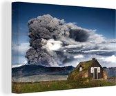 Houten huis voor een actieve vulkaan 90x60 cm - Foto print op Canvas schilderij (Wanddecoratie woonkamer / slaapkamer)