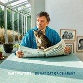 De kat zat op de krant