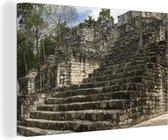 Pyramide ruïne in het regenwoud in Calakmul Canvas 140x90 cm - Foto print op Canvas schilderij (Wanddecoratie woonkamer / slaapkamer)