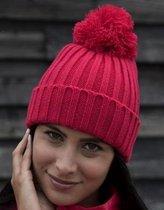 Grof gebreide winter muts raspberry rood voor dames