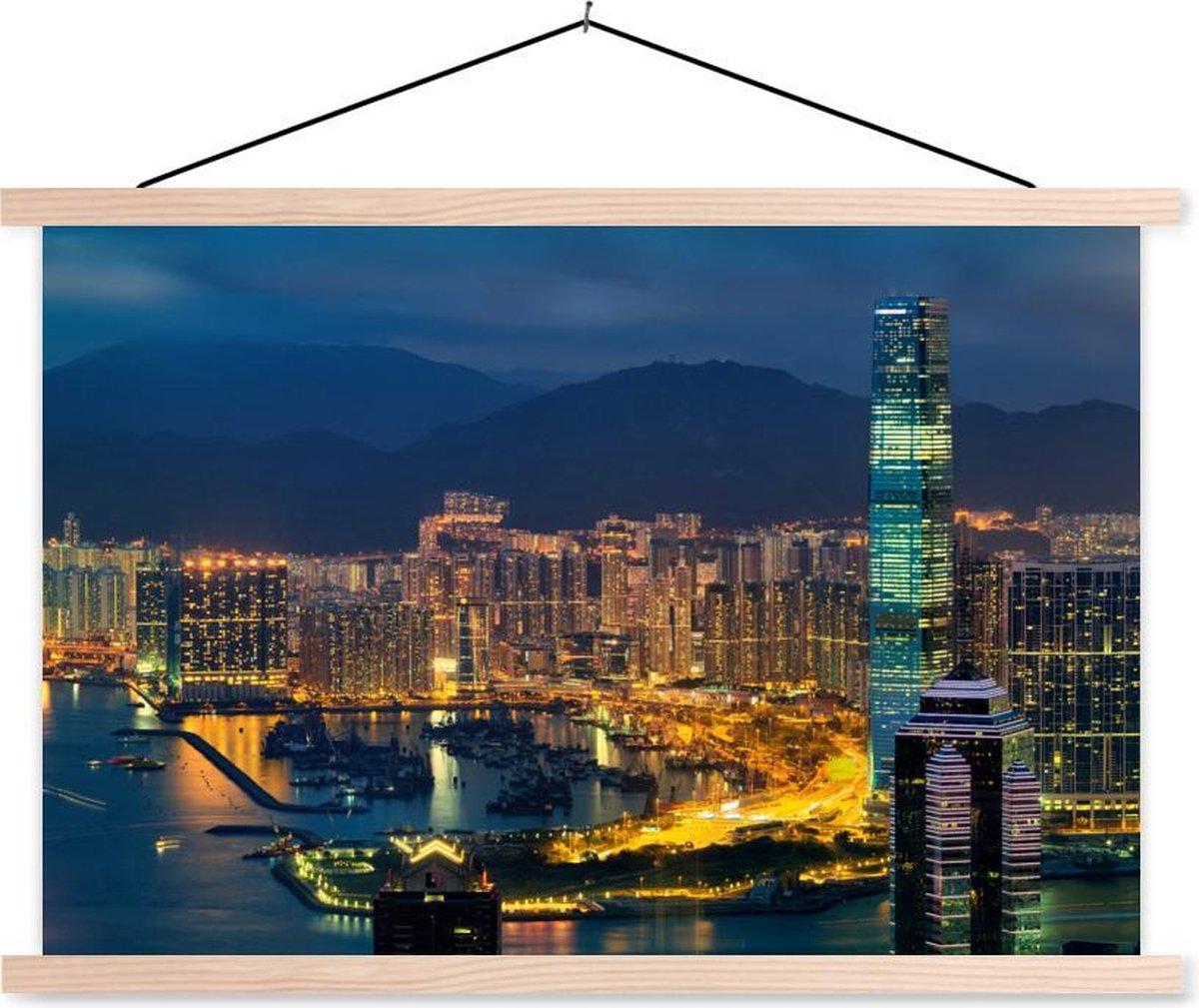 Hongkong met het International Commerce Centre in de nacht schoolplaat platte latten blank 150x100 cm - Foto print op textielposter (wanddecoratie woonkamer/slaapkamer)