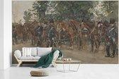 Fotobehang vinyl - Huzaren staande naast hun paarden langs de kant van de weg - Schilderij van George Hendrik Breitner breedte 835 cm x hoogte 500 cm - Foto print op behang (in 7 formaten beschikbaar)