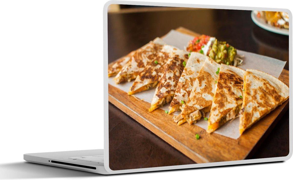 Laptop sticker - 13.3 inch - Quesadilla's met kaas op een dienblad