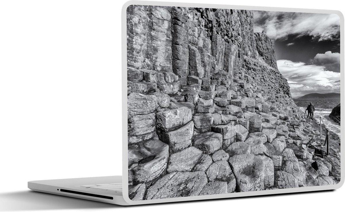 Laptop sticker - 10.1 inch - Zwart-witte afbeelding van de basaltkolommen op het Schotse Fingal's Cave