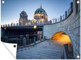 Kathedraal van Berlijn bij de Museuminsel tuinposter 80x60 cm - Tuindoek / Buitencanvas / Schilderijen voor buiten (tuin decoratie)