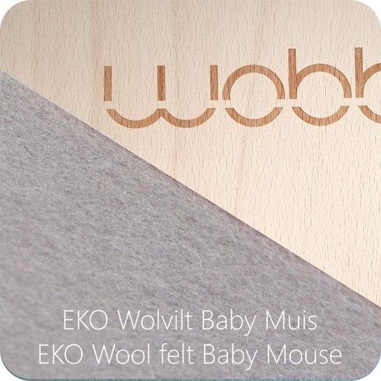 Wobbel Original Baby Muis (licht grijs) - Blank gelakt houten balance board van 90 cm met licht grijs wolvilt